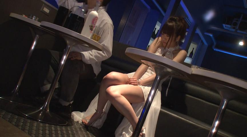 接客中に顔を紅潮させながら感じまくるバイト娘 掛け持ちバイト看板娘中出しSP 18枚目