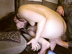夜行バスで声も出せずイカされた隙に生ハメされた女4