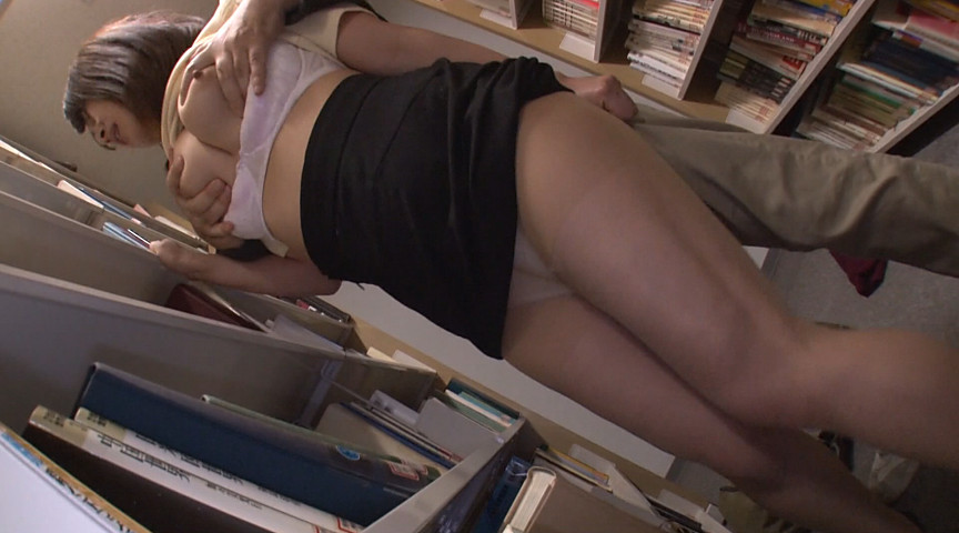 図書館で声も出せず糸引くほど愛液が溢れ出す敏感娘18 固定バイブ羞恥SP 総勢26人総集編付き豪華版 の画像9