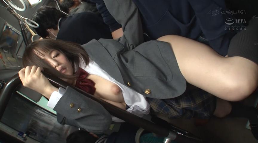 満員バスで背後から制服越しにねっとり乳揉み痴漢され腰をクネらせ感じまくる巨乳女子●生3 の画像16
