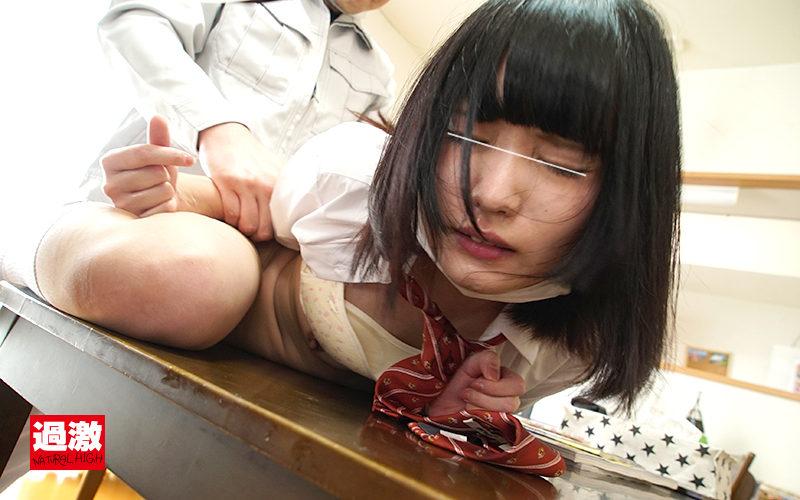 顔面汁まみれで羞恥イキさせられたマスク女子○生のサンプル画像