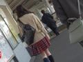 スカートの中の股間いじりでパンティは愛液まみれ!