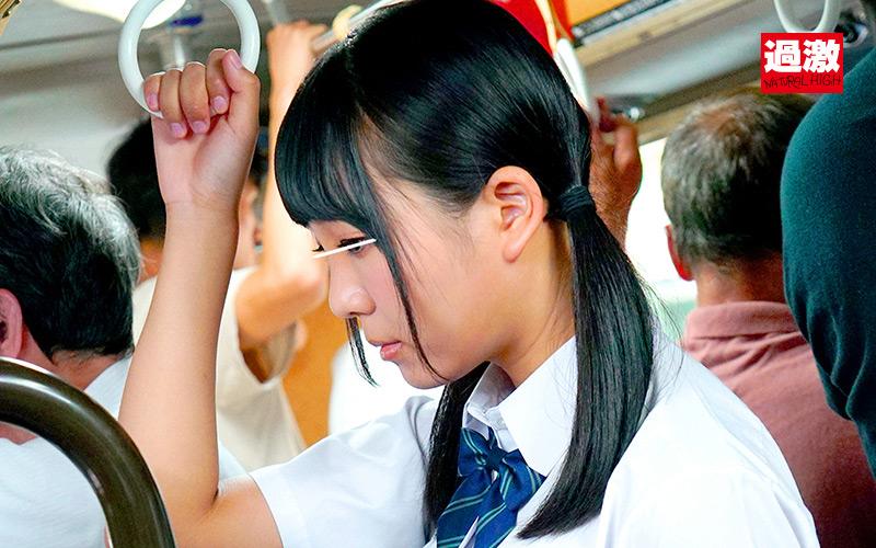 満員バスで背後から制服越しにねっとり乳揉み痴漢され腰をクネらせ感じまくる巨乳女子○生8 1枚目