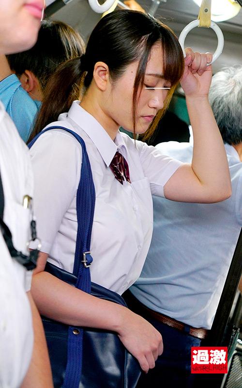 満員バスで背後から制服越しにねっとり乳揉み痴漢され腰をクネらせ感じまくる巨乳女子○生8 6枚目