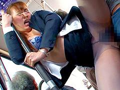 痴漢:痴漢師にパンストの中で手マンされ潮を吹きまくる女3