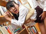 図書館で声も出せず愛液が溢れ出す敏感娘 12時間 【DUGA】