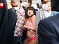 痴漢師に満員電車の中で下着姿にされ抵抗できない女3のサムネイルエロ画像No.2