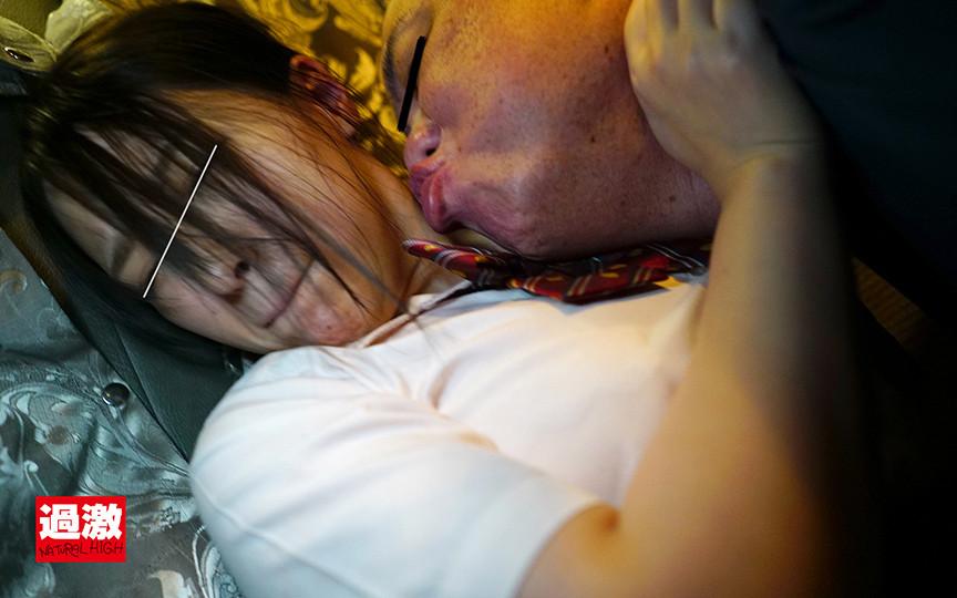 夜行バスで声も出せずイカされた隙に生ハメされた女はスローピストンの痺れる快感に理性を失い中出しも拒めない 女子○生限定5 4枚目