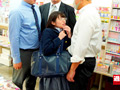 ちっちゃな女の子を囲んで痴漢する巨漢集団 総集編付きのサムネイルエロ画像No.3