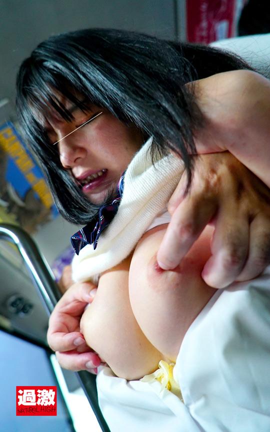 満員バスで背後から制服越しにねっとり乳揉み痴漢され腰をクネらせ感じまくる巨乳女子○生11 13枚目