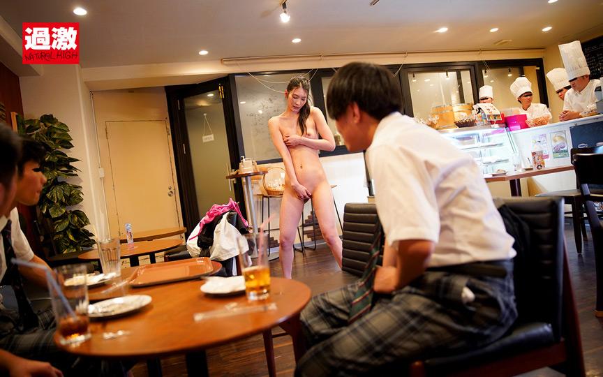 本庄鈴 接客中に顔を紅潮させながら感じまくるバイト娘 画像 7