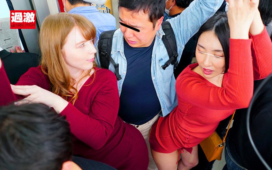 満員電車でムチムチニット痴女2人のデカ尻に挟まれ射精のサンプル画像1