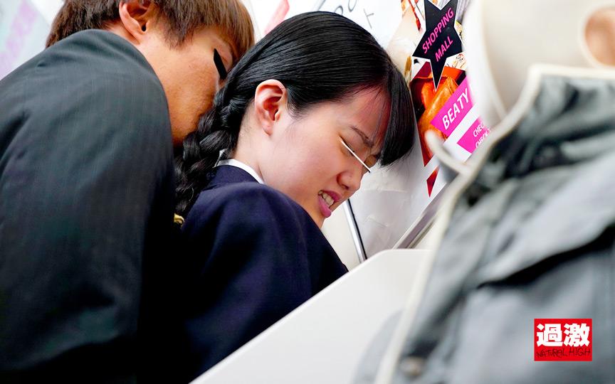 痴漢師に電車の隅でこっそりイラマされ顔面えずき汁まみれで泣き寝入りする女子○生 7枚目