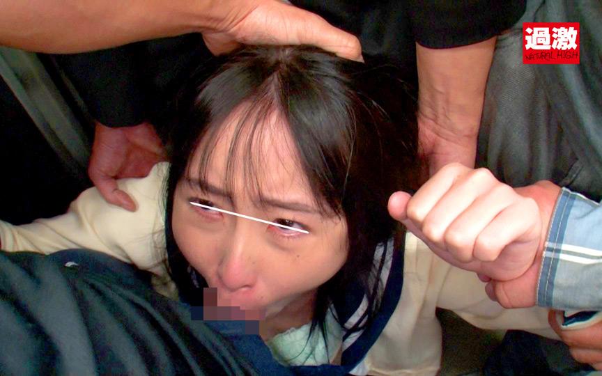 痴漢師に電車の隅でこっそりイラマされ顔面えずき汁まみれで泣き寝入りする女子○生 8枚目
