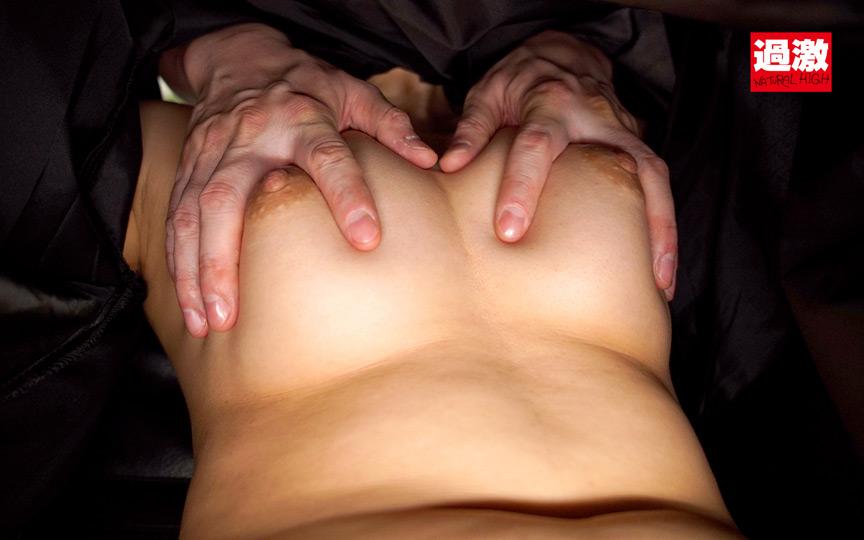 美容室でケープの中を全裸にされカット中に何度もこっそりイキさせられる敏感女 17枚目