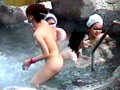 穴場旅館の覗ける露天湯
