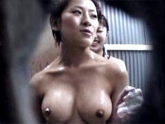 真夏の水着ギャル!! シャワールーム編4 Part2