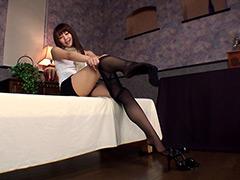 パンスト:黒スト履いてスリスリ魅せつけ Maika