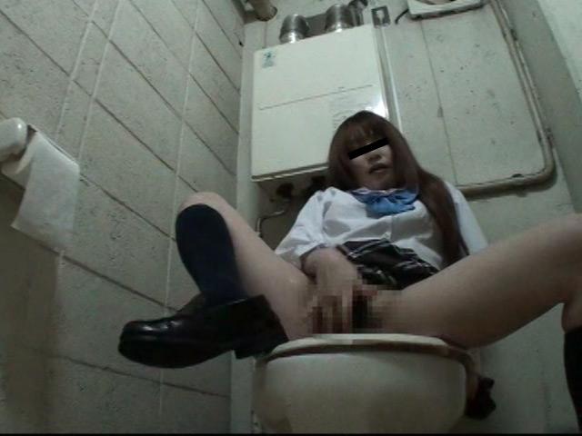 女子校生お漏らしトイレオナニー盗撮 の画像2