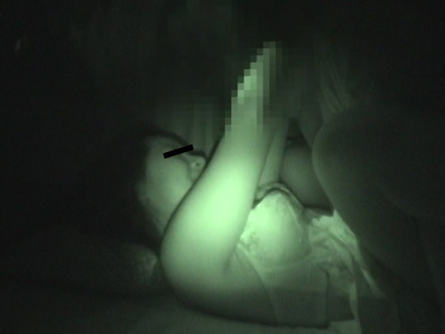 赤外線隠し撮り 暗闇で発情する浴衣娘達のサンプル画像