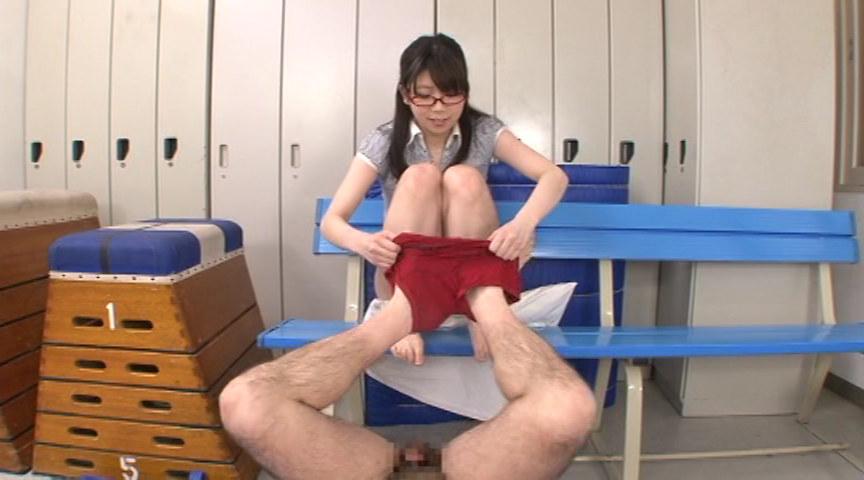 オマ○コ見せつけ脚コキ の画像13