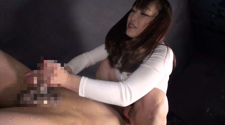 射精してもシゴき続ける素人娘の悶絶手コキ責め! 画像 14