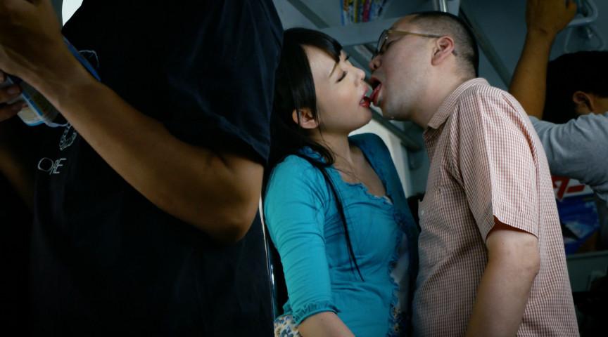 満員電車で接吻挑発されちゃって…