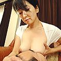 お母さんの授乳3