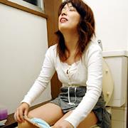 お母さんの放尿2