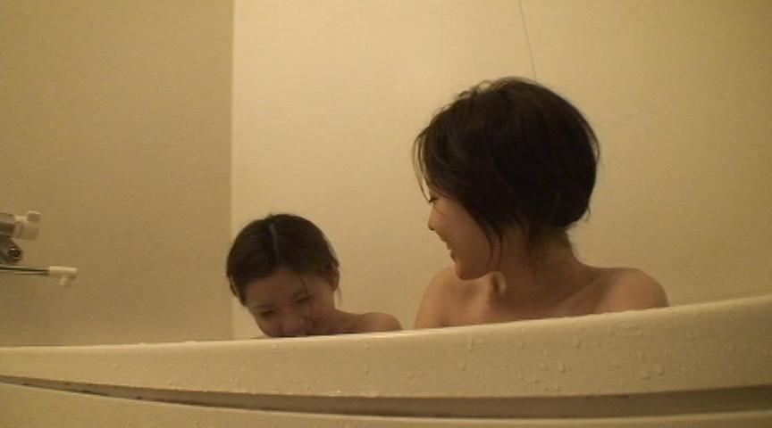 僕は母の入浴姿を覗き見る