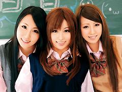 同級生にオモチャにされる夢の学校生活2