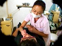 おっぱいを押しつけてくる歯科助手