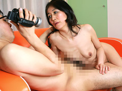 ヌードカメラマンの息子と近●相姦したい母