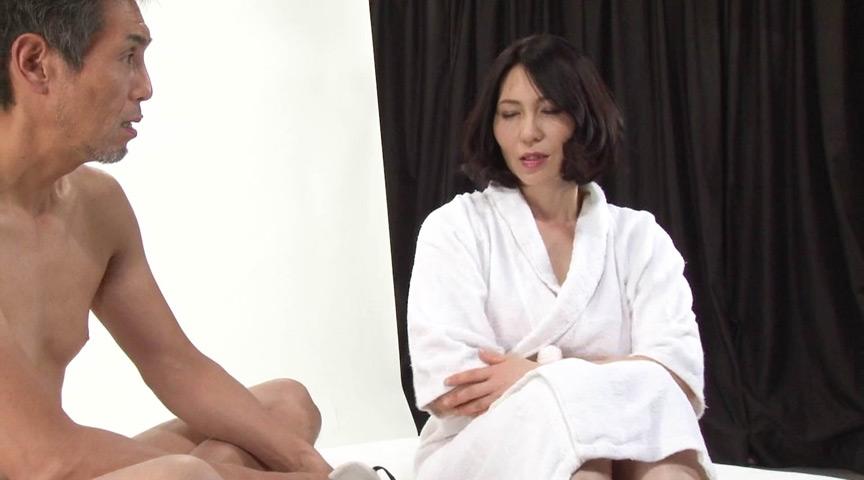 セックス特集の取材に来た某有名女性誌の美熟女編集長 画像 12