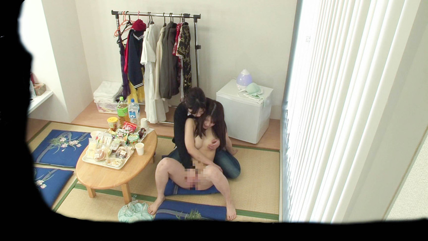 新人女優に濃密レズ行為を繰り返す美人ヘアメイク 画像 3