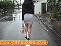 タイトミニを穿いて見せつけている近所の五十路奥さん 無料画像0