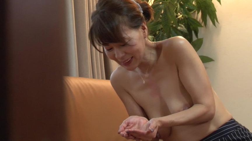 思わずガマン汁を滲ませた熟女のフェラチオ40連発 画像 17