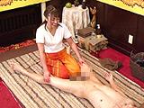 タイ古式マッサージ店で勃起を見せつけてSEX