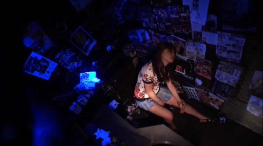 金曜夜のクラブトイレ 素人絶叫激イキオナニーのサンプル画像2