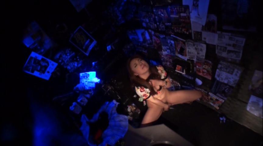 金曜夜のクラブトイレ 素人絶叫激イキオナニーのサンプル画像10