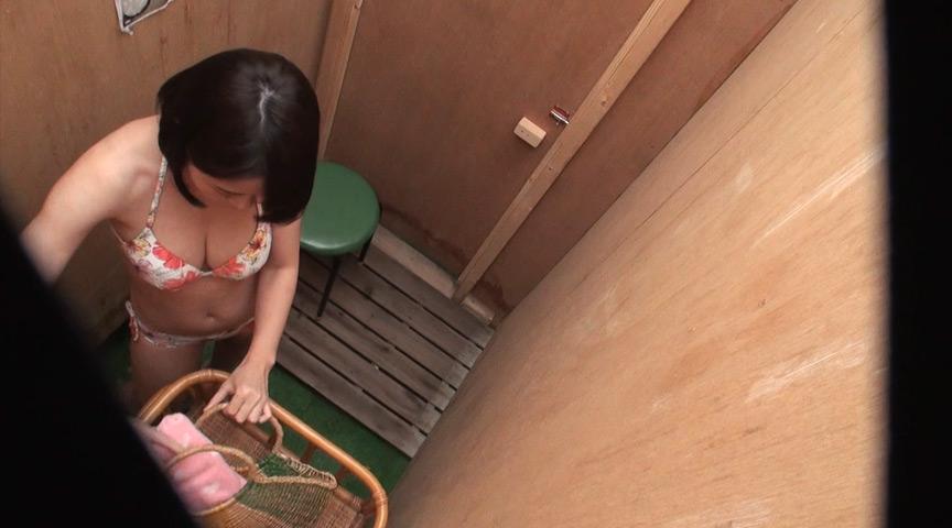 巨乳ビキニ女子!夏まっさかり!海の家オナニー隠し撮り 画像 14