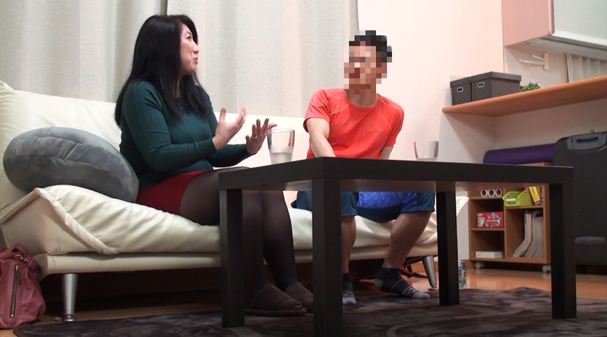 ネット配信に流出!!ヨガ教室インストラクタープライベート映像2 中年おばさんの赤裸々なSEX 4時間 1枚目