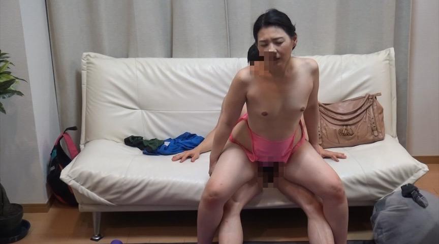 ネット配信に流出!!ヨガ教室インストラクタープライベート映像2 中年おばさんの赤裸々なSEX 4時間 19枚目