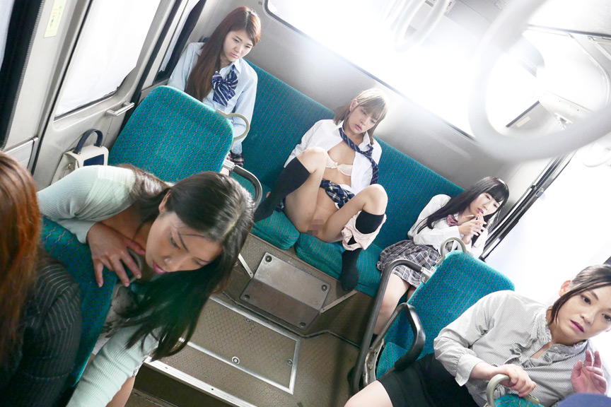 朝の女性専用バスに乗車してヤリたい放題に中出し