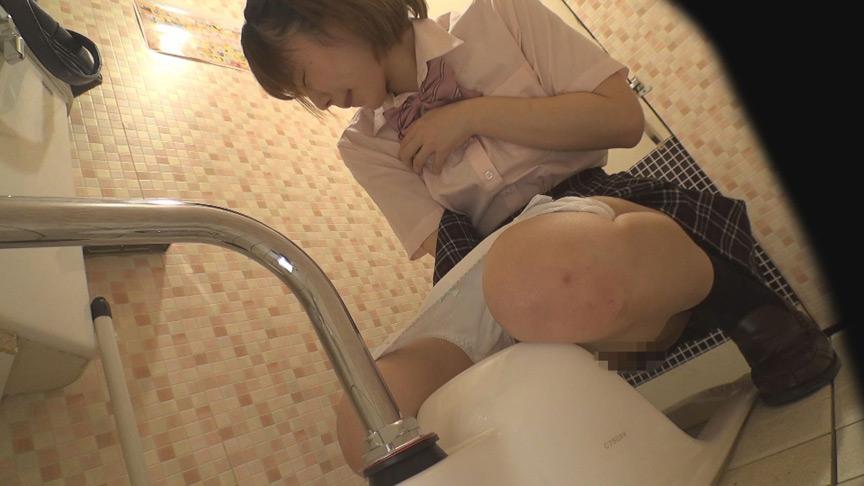 ゲーセン女子トイレ盗撮 突発性発情オナニー 画像 4