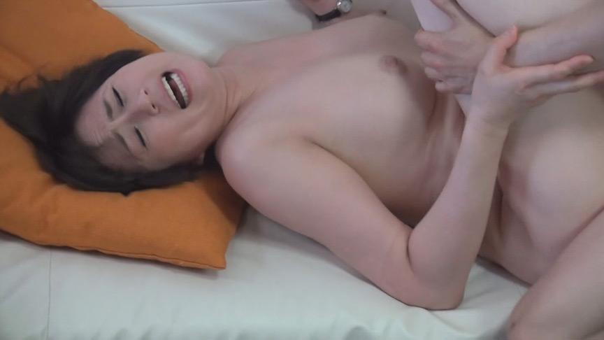 マル秘隠し撮り映像流出!! 同行営業中自宅に連れ込んだ生保レディとのプライベート映像 中年おばさんの赤裸々なSEX 8 2枚目