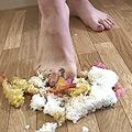 海老天丼を足で踏み潰してM男に食べさせてみました!