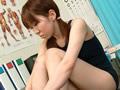 水着少女羞恥の採尿サムネイル6