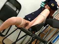 婦警拘束!屈辱の排尿