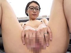 地味で平凡な極細くびれのメガネ奥さん 沙原さん29歳
